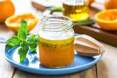 Sauce salade orange avec le clou de girofle Photos libres de droits