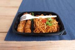 Sauce tomate de spaghetti avec la saucisse Image libre de droits