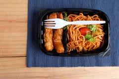 Sauce tomate de spaghetti avec la saucisse Photo libre de droits