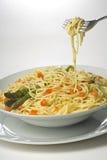 Sauce tomate et asperge de spaghetti frais normaux Image libre de droits