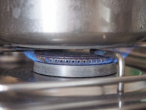 Saucepot на плитае Стоковые Изображения