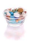 Saucer com comprimidos many-colored Imagens de Stock Royalty Free