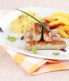 Saucisse blanche avec le chou aigre image libre de droits