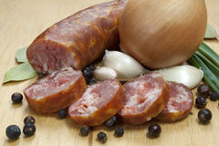Saucisse crue polonaise traditionnelle Photos stock