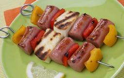 Saucisse de francfort grillée et fromage Photo libre de droits