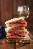 Saucisse de jamon de viande et pain traités de ciabatta Photographie stock libre de droits