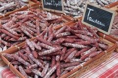 saucisse de Taureau et de proc au marché Photographie stock