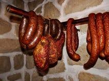 Saucisse et jambon fumés traditionnels domestiques Photo libre de droits