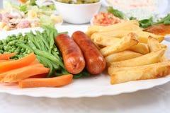 Saucisse et pommes chips Images stock