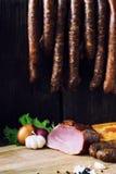 Saucisse et viande fumées Images stock