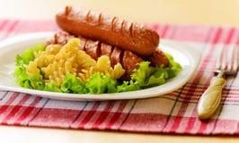 Saucisse frite avec des pâtes Photo stock