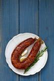 Saucisse fumée sur plate Photos stock