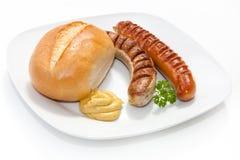 Saucisse grillée par deux avec de la moutarde, pain Photo stock