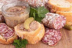 Saucisse, pain et pâté Image libre de droits