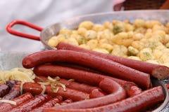 Saucisses épicées frites images libres de droits