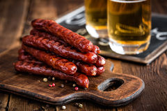 Saucisses avec de la bière Image stock