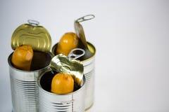 Saucisses, saucisses dans une boîte en fer blanc ouverte Photos libres de droits