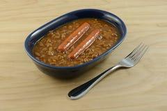 Saucisses de francfort de hot-dog de la Turquie et haricots cuits au four Photos stock