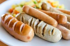 Saucisses de mélange grillées Photo libre de droits