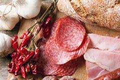Saucisses et poivrons de piment Photos stock