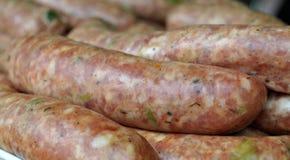 Saucisses faites maison prêtes pour un gril Photos libres de droits