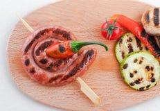 Saucisses grillées avec des légumes Photographie stock