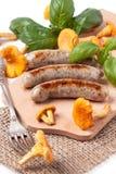 Saucisses grillées avec la chanterelle Photo libre de droits