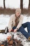 saucisses grillées d'homme Photo stock