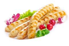 Saucisses grillées de poulet, d'isolement sur le fond blanc Photographie stock libre de droits
