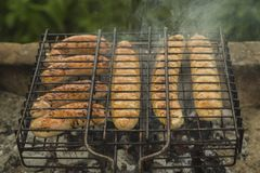 Saucisses sur le gril Photographie stock