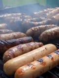 Saucisses sur le gril, vertical Photo stock