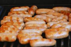 Saucisses sur un BBQ Image stock