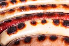 Saucisses sur un gril Photo stock