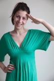 Saudação de sorriso da jovem mulher Fotografia de Stock