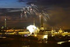 Saudação em honra do dia da marinha em St Petersburg Fotografia de Stock Royalty Free