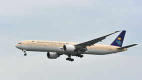 Saudi Airlines Boeing 777 landing at Changi Airport Royalty Free Stock Images