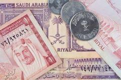 Saudi-arabische Banknoten u. Münzen Lizenzfreie Stockfotografie