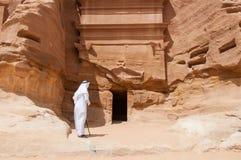 Saudian in archäologischer Fundstätte Madaîn Saleh, Saudi-Arabien stockbilder