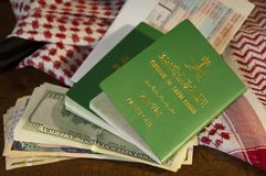 Saudyjczyka Travller dokumentu Paszportowego lota Biletowi Saudyjscy Riyals Mone fotografia royalty free