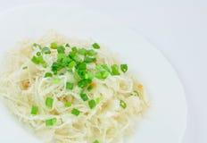 Sauerkraut con las cebollas del resorte Foto de archivo