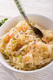 Sauerkraut mit Bestandteilen Stockfoto
