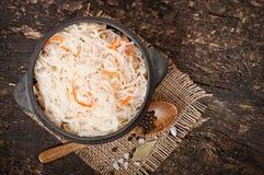 Sauerkraut mit Karotte stockfotos