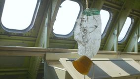 Sauerstoffmaske im Flugzeug stock footage