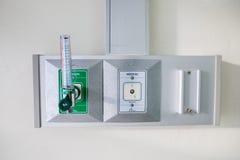 Sauerstoffrohrleitung und -regler mit Strömungsmesser Stockfotografie