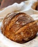 Sauerteig-Brot auf Holz Stockbilder