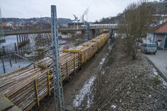Bauholztransport zu den saugbrugs Stockfoto