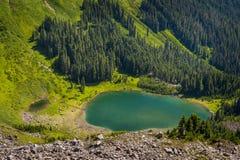 Sauk湖在高山原野 图库摄影