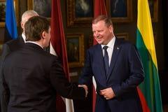 Saulus Skvernelis, premier ministre de la Lithuanie, réunion de durinh du Conseil des ministres baltique images libres de droits
