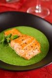 Saumons avec de la sauce à cresson Image stock