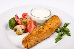 Saumons avec des légumes Image libre de droits